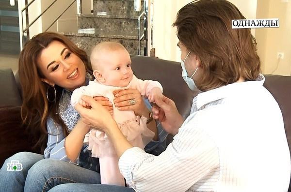 Анастасия Заворотнюк несколько месяцев скрывала, что родила третьего ребенка