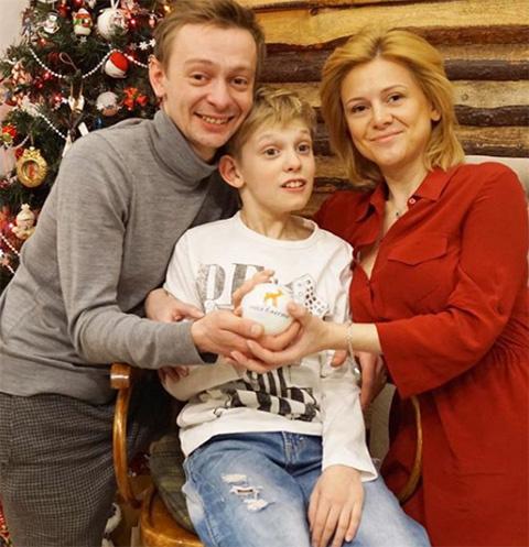 Евгений Кулаков с сыном Ильей и женой Ольгой Бужор