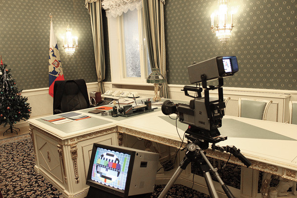 Ельцин патологически не переносил беспорядка, его стол был абсолютно чистым