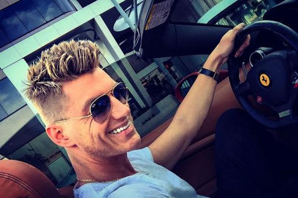 Алексей по-прежнему любит водить машину