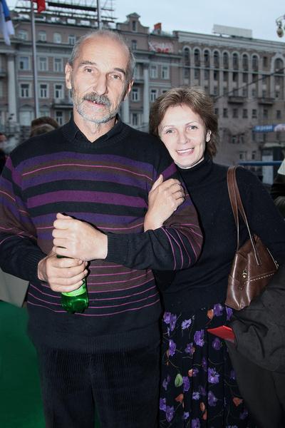Почти 40 лет музыкант женат на возлюбленной Ольге