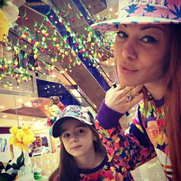 Певица с дочерью Миленой