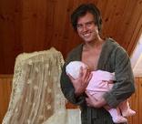 Прохор Шаляпин одевает сына в розовое