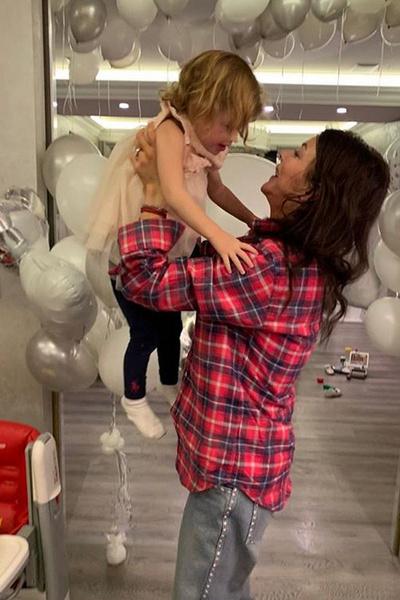 Алиса одна воспитывает трехлетнюю дочь Есеню от Аршавина