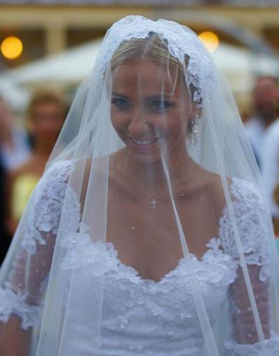 Татьяна Навка во время церемонии бракосочетания