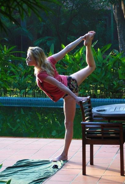 Чтобы поддерживать форму, Лариса Вербицкая занимается тайскими и индийскими практиками