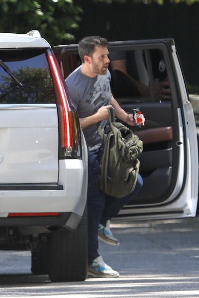 Актера заметили в авто Дженнифер
