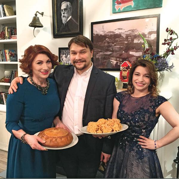 Роза Сябитова с сыном Денисом и дочерью Ксенией
