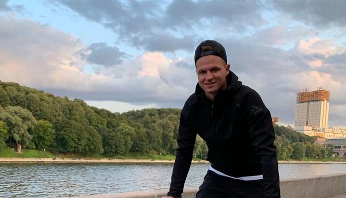 Дмитрий Тарасов оправдался за поход в храм в куртке с оскорбительной надписью