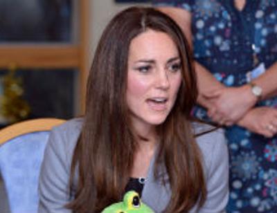Елизавета II посоветовала Кейт Миддлтон спрятать ноги