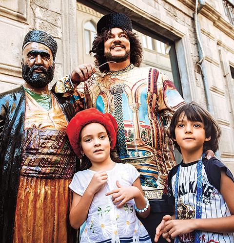 Дети поп-короля были в восторге от улочек старого города