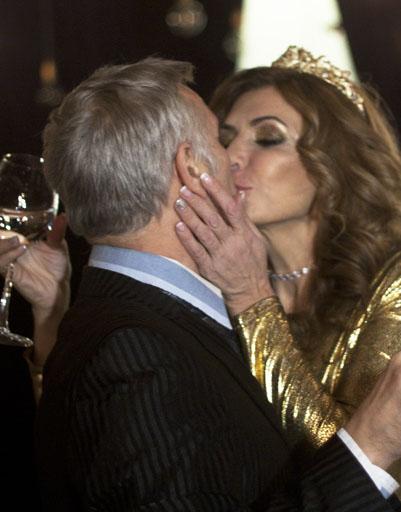 Ирина благодарит мужа Юрия за тост страстным поцелуем