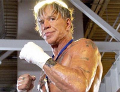 Микки Рурк нокаутировал своего 29-летнего соперника по бою