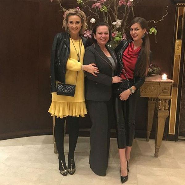 Теперь Ольга с сестрой и мамой отдыхают вместе