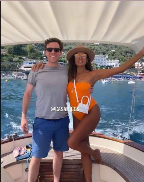 На днях бизнесмена застали на яхте с моделями