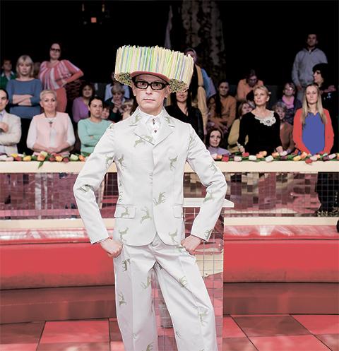 Андрей Бартенев будет вести «Модный приговор» в костюме жирафа