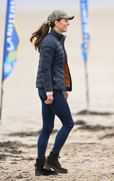 Кейт делала акцент на одежде в стиле casual