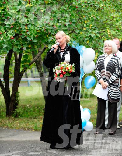 Анастасия выступила пред первоклассниками и их родителями