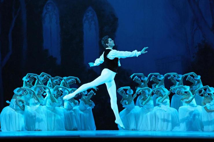 Артист уже давно переквалифицировался из танцора в преподавателя