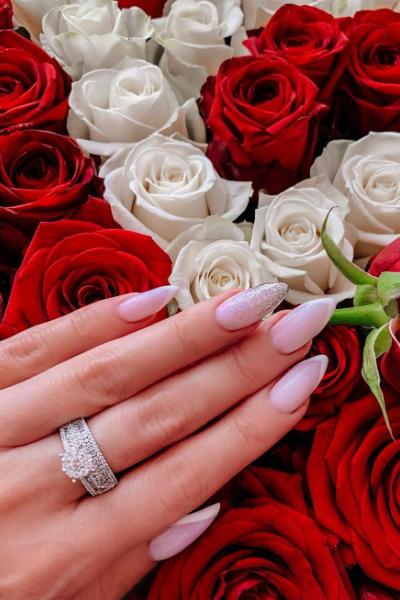 На день рождения Женя получила не только много внимания и любви, но и дорогие подарки, среди которых было кольцо с бриллиантами