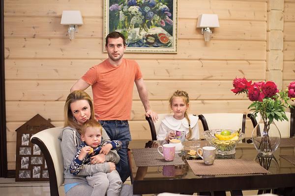 Вся семья футболиста поселилась в доме под Санкт-Петербургом, который он начал строить еще до знакомства с женой