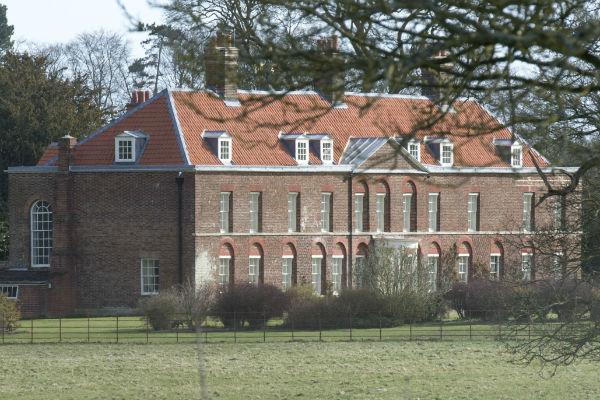 Герцогиня Кэтрин вместе с детьми живет в поместье Анмер-Холл