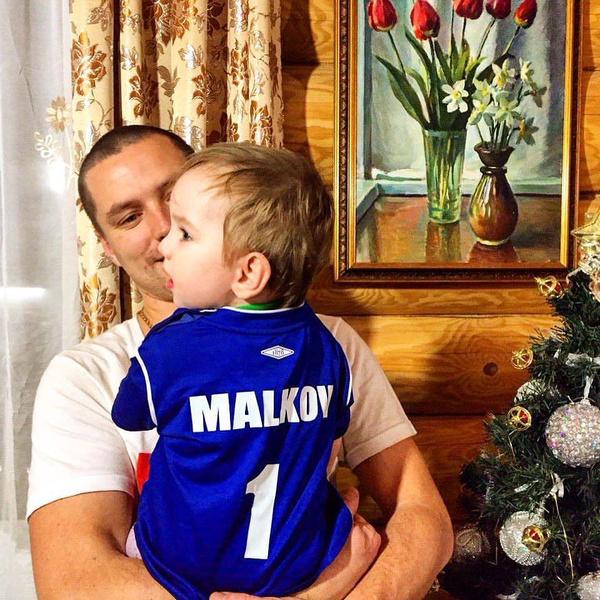 Все фотографии с супругой Роман почему-то удалил из соцсетей, но хвастается снимками с детьми