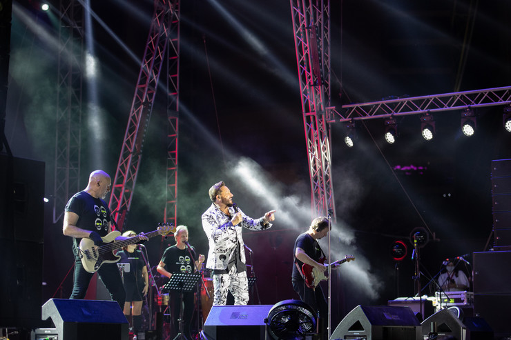 В Дубай в ноябре с певцом прилетала вся его команда