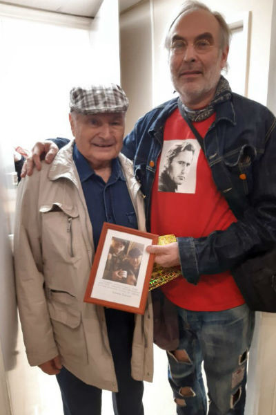 Михаил Жванецкий всегда рад сняться с поклонниками