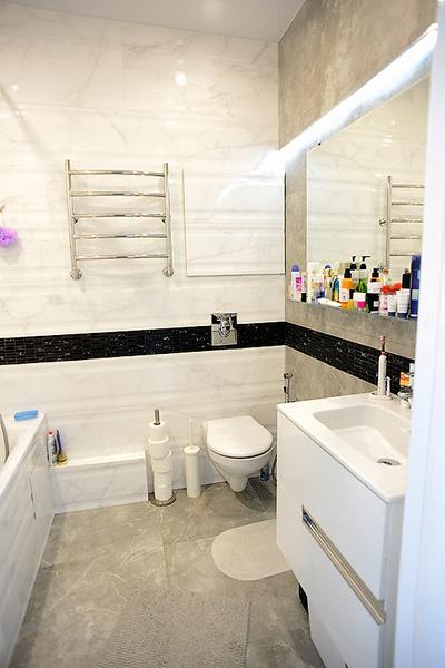 В ванной, как и во всей остальной квартире, преобладает минимализм