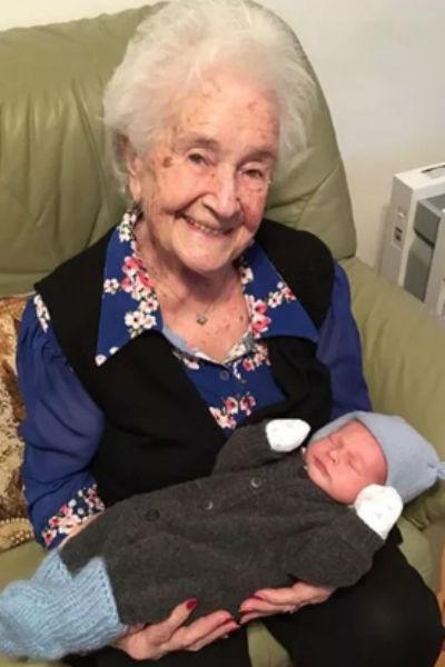 Мама Владимира Винокура с правнуком