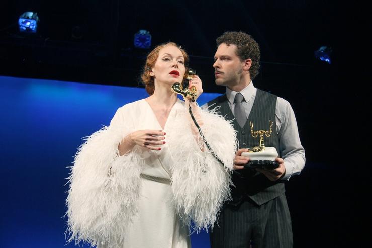 После смерти мужа Наталья Рогожкина нашла утешение в работе в театре