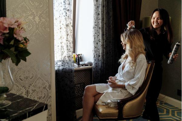 Селия Кучумова работает над образом счастливой невесты