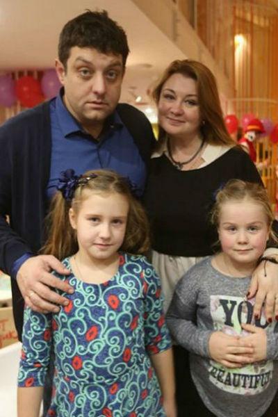Актер старается проводить много времени с женой и детьми