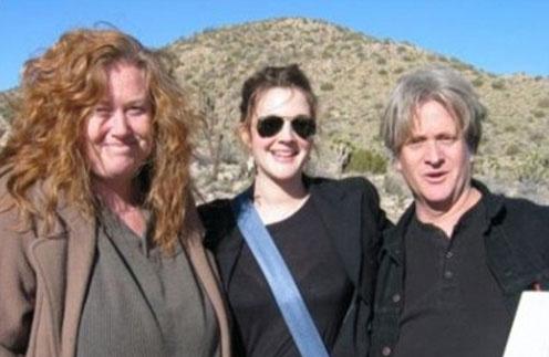 Джессика, Дрю и их брат Джон Бэрримор в 2004 году