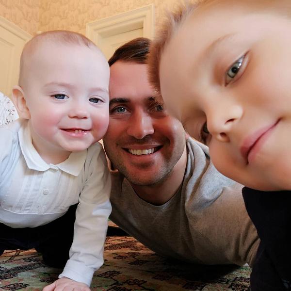 Александр Кержаков с сыновьями Артемием и Игорем
