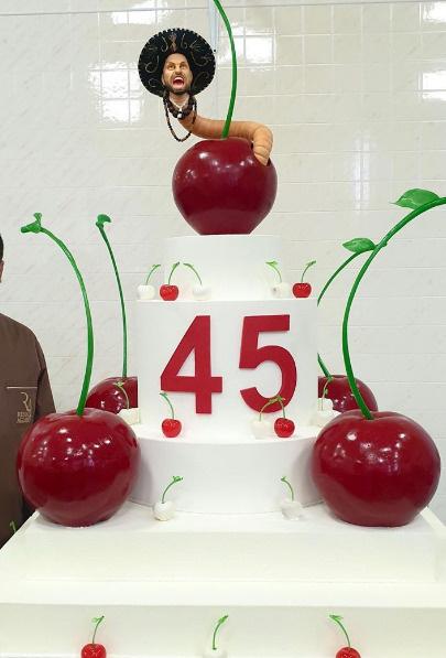 Торт для именинника испек Ренат Агзамов