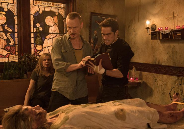 Действие сериала развивается сразу после событий, описанных в одноименном фильме.