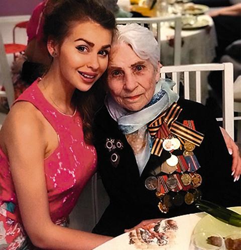 Лена Иосифова с бабушкой Анной Ивановной Тур