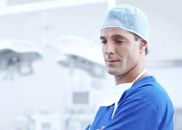 Врачам нелегко бороться за жизнь пациентов