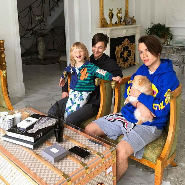 Сыновья Яны Рудковской: Саша, Андрей и Николай