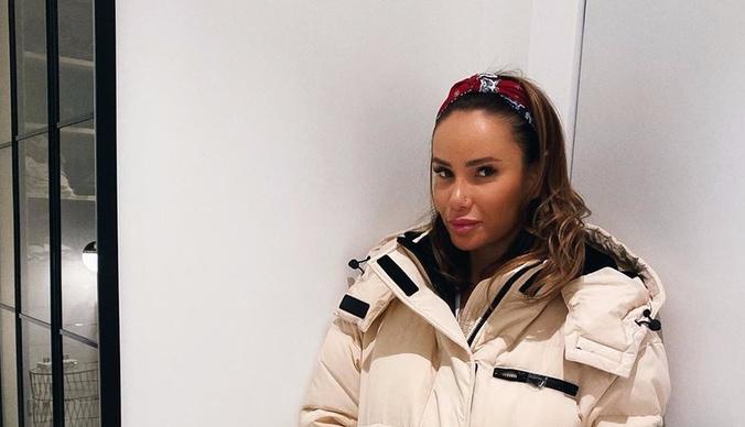Счета Айзы Анохиной заблокировали после ее отказа от фамилии Гуфа