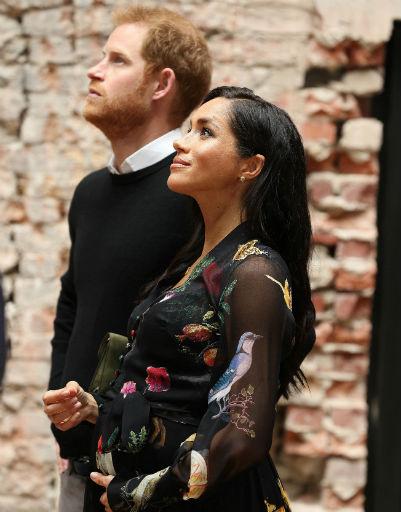 А еще Гарри и Меган смотрят по жизни в одну сторону