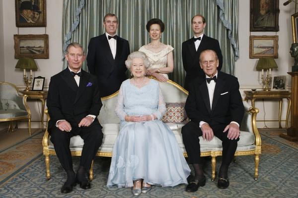 Принц Филипп с женой и детьми