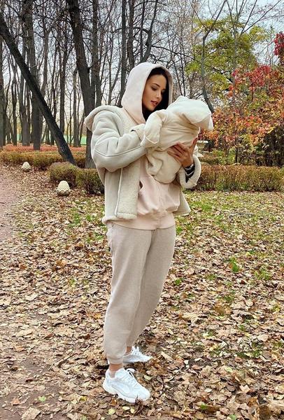 Алена одной из первых сообщила о беременности Анастасии Решетовой