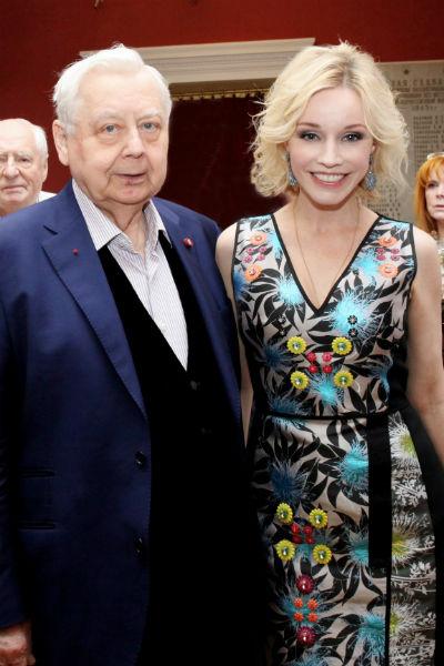 Последние 23 года жизни Табаков был женат на Марине Зудиной