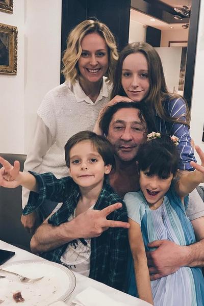 У Лепса и его супруги Анны трое детей — дочери Ева и Николь и сын Иван
