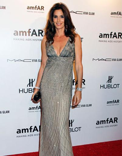 45-летняя модель Синди Кроуфорд продемонстрировала идеальную фигуру, опровергнув слухи о беременности