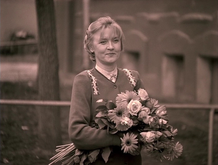 Валентина Андроновна была директором школы до Николая Григорьевича, так что теперь строчила письма «куда следует» по любому поводу, лишь бы лишить конкурента власти