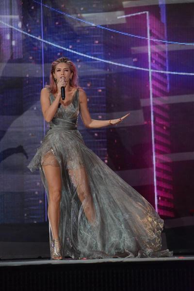 Вера Брежнева на концерте